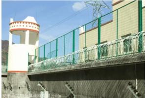 安装看守所钢网墙尺寸,绿色看守所钢网墙,看守所围墙网高度