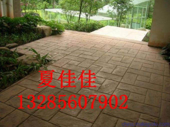 100012916943_14355670774776