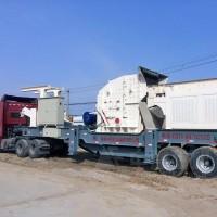 山东青岛移动式玄武岩制砂生产线现场 流动式磕石子机价格